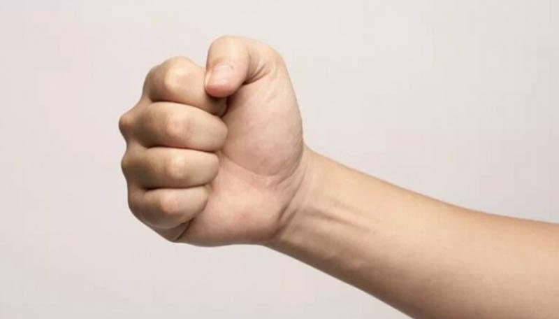 Bài tập nắm đấm có thể giúp cải thiện tình trạng đau khớp ngón tay