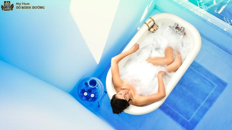 Tắm với nhiệt độ nước vừa phải