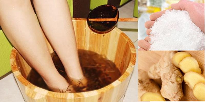 Ngâm chân bằng nước muối, gừng để giúp cải thiện các triệu chứng bệnh