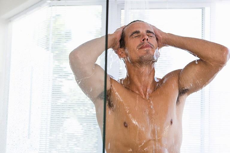 Vệ sinh cá nhân sạch sẽ là cách chữa viêm bao quy đầu tại nhà hiệu quả
