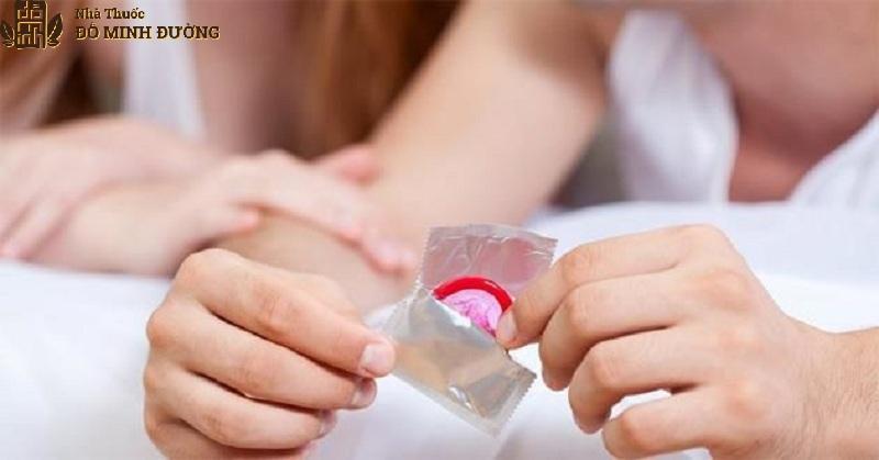 Chống xuất tinh sớm bằng cách dùng bao cao su khi quan hệ