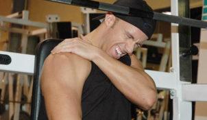 Đau khớp vai khi tập gym do tổn thương cơ