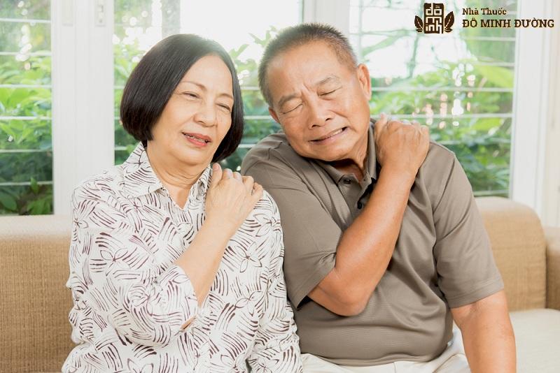 Người bệnh thường thấy khớp vai đau mỏi khó chịu