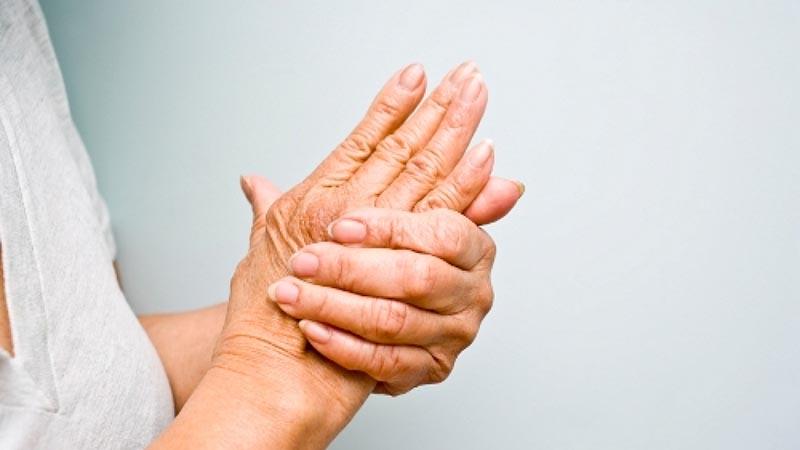 Triệu chứng của đau khớp ngón tay út