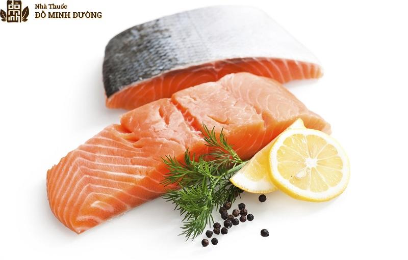 Cá hồi là thực phẩm giàu Omega-3 người bệnh nên bổ sung