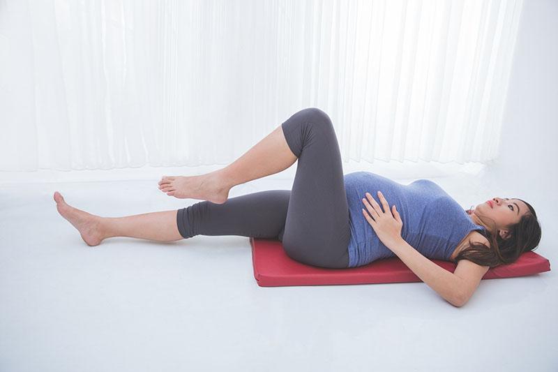 Tự tập luyện tại nhà cũng sẽ giúp bạn cải thiện đáng kể các triệu chứng đau nhức