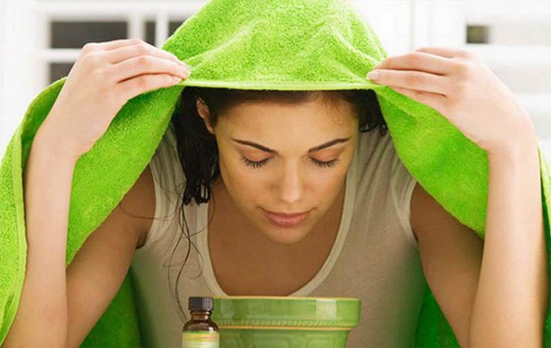 Hơi nước nóng sẽ giúp lưu thông hốc mũi xoang, lỏng dịch nhầy và làm mũi dễ thở hơn