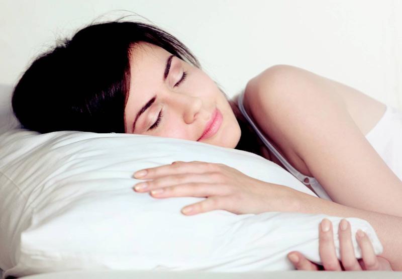 Kê gối ở độ cao vừa phải để tránh viêm xoang gây mất ngủ