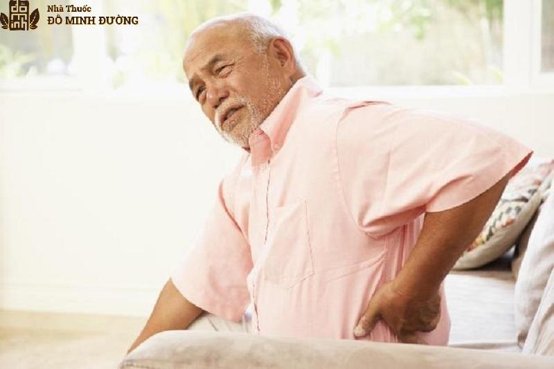 Người già là đối tượng dễ bị vôi hóa cột sống