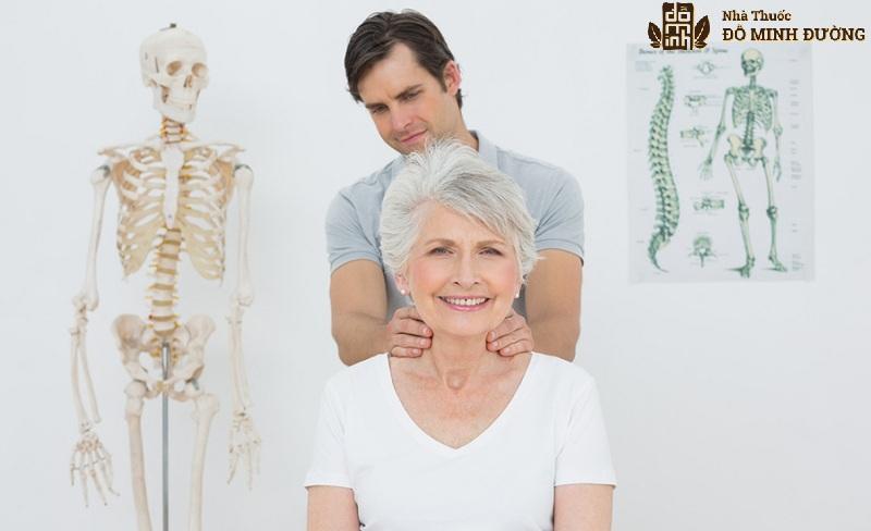 Người già xương khớp lão hóa nên dễ bị vôi hóa cột sống