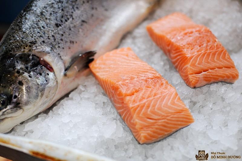 Cá hồi là một món ăn giàu axit béo Omega 3