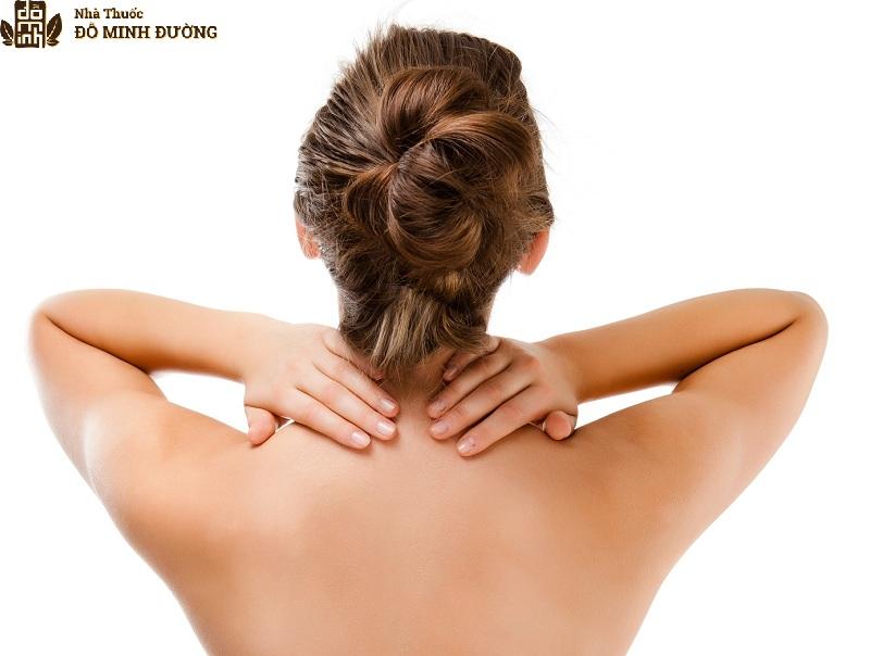 Người bị đau vai sẽ cảm thấy khó chịu, ảnh hưởng tới sinh hoạt và cuộc sống hàng ngày
