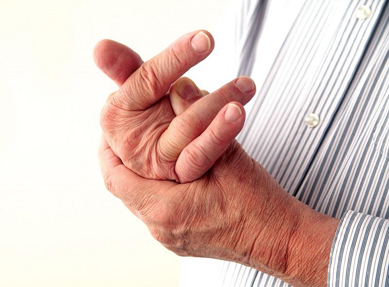 Viêm khớp dạng thấp gây đau đớn, ảnh hưởng đến sinh hoạt của người bệnh