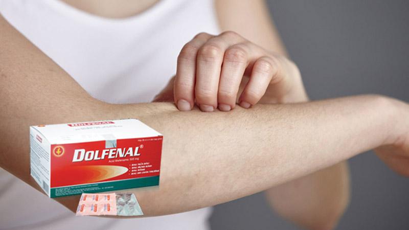Người bệnh có thể gặp phải phản ứng phụ của thuốc gây nổi mẩn đỏ, ngứa da