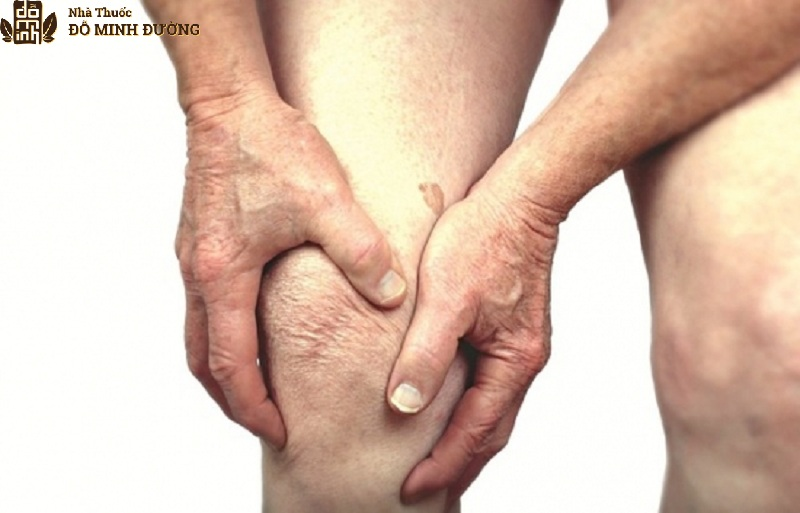 Khô khớp thường gây ra triệu chứng đau nhức khó chịu