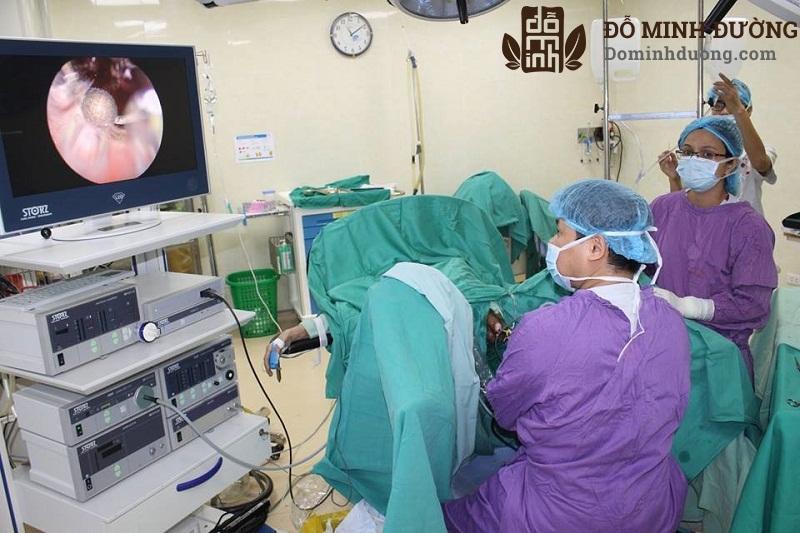 Phẫu thuật u xơ tiền liệt tuyến được tiến hành khi điều trị nội khoa không đáp ứng hoặc có các biến chứng