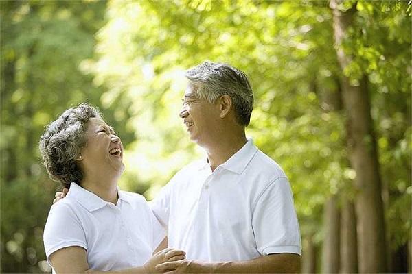 Người già bị thoái hóa khớp gối cần ăn uống, sinh hoạt khoa học, luôn giữ tinh thần thoải mái
