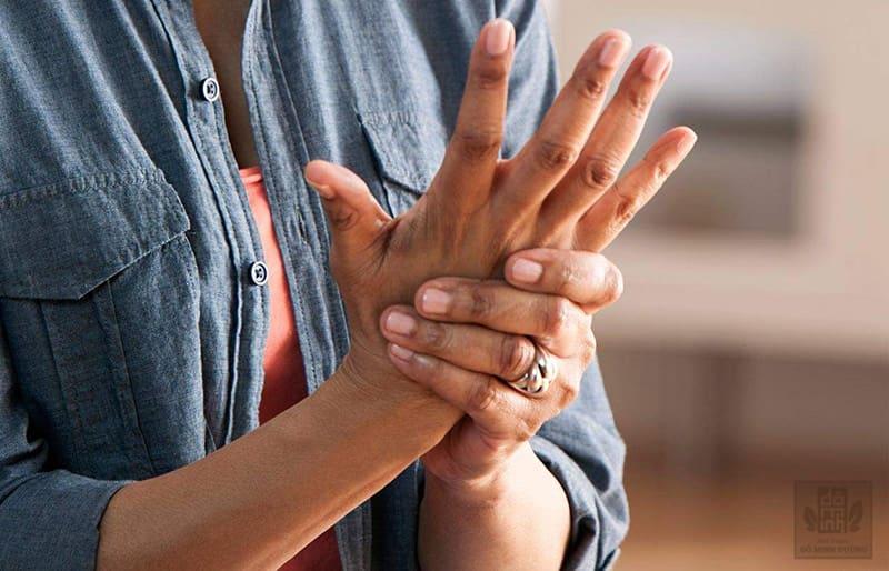 Nhận biết triệu chứng bệnh viêm khớp dạng thấp giúp người bệnh chủ động điều trị