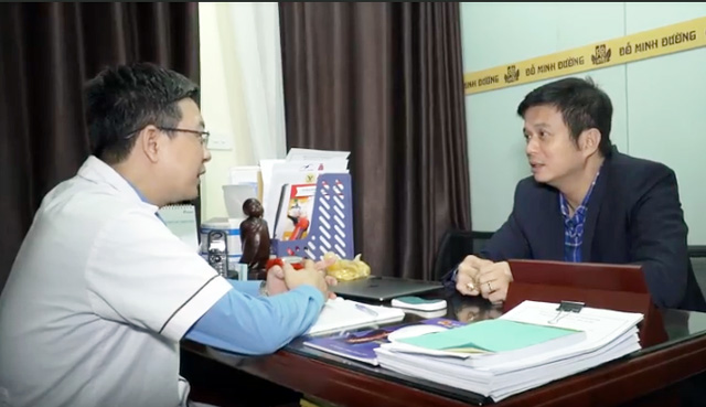 Diễn viên Lê Bá Anh chia sẻ với lương y Tuấn về tình trạng bệnh