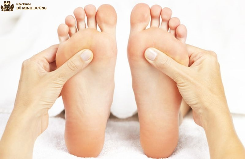 Xoa bóp lòng bàn chân chữa suy thận