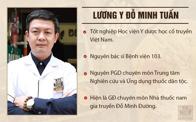 """Lương y Đỗ Minh Tuấn luôn tâm niệm """"Vì bệnh nhân phục vụ"""", vì thế ông luôn ân cần và tận tình khám chữa bệnh cho các bệnh nhân"""