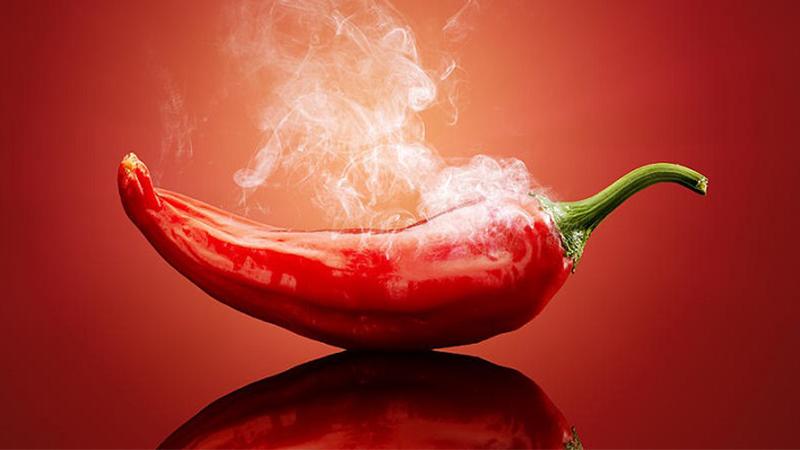 Đồ ăn cay nóng có thể khiến tình trạng giãn tĩnh mạch nghiêm trọng hơn