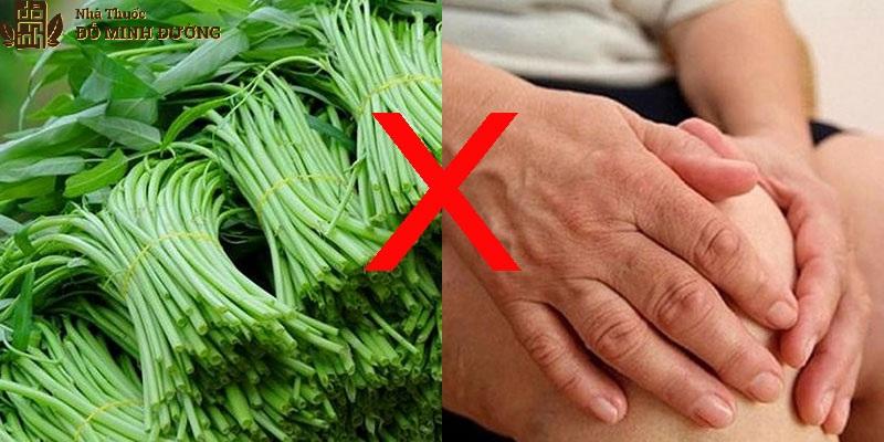 Rau muống chứa nhiều purin làm tăng axit uric trong máu