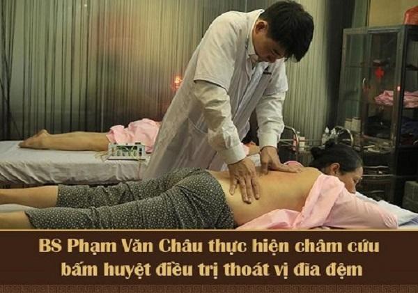 Châm cứu chữa thoát vị đĩa đệm do bác sĩ Phạm Văn Châu trực tiếp thực hiện
