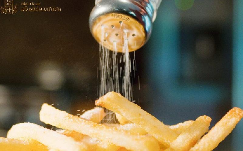 Ăn mặn ảnh hưởng xấu tới chức năng sinh lý đàn ông