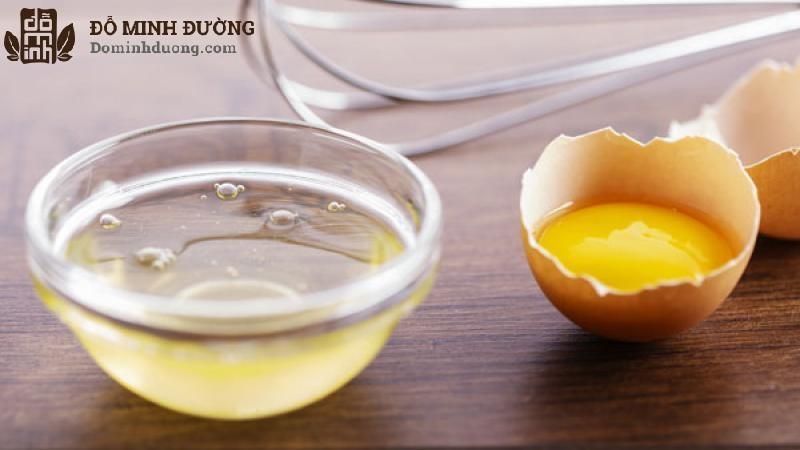 Lòng trắng trứng có nhiều dưỡng chất nên được tin là có thể chữa dị ứng da mặt