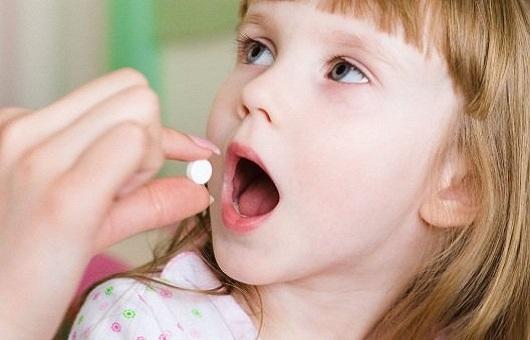 Bé bị viêm amidan uống thuốc gì?