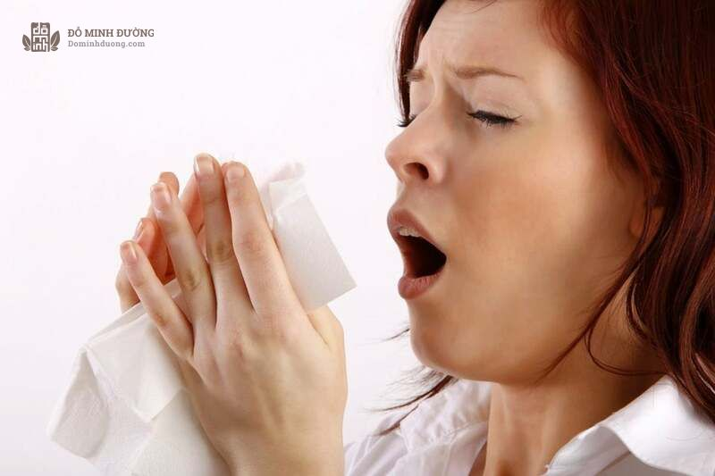 Hắt hơi là dấu hiệu viêm mũi dị ứng điển hình