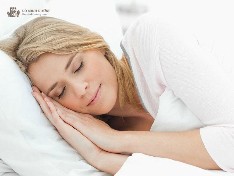 Mẹ bầu bị viêm xoang nên kê cao gối khi ngủ