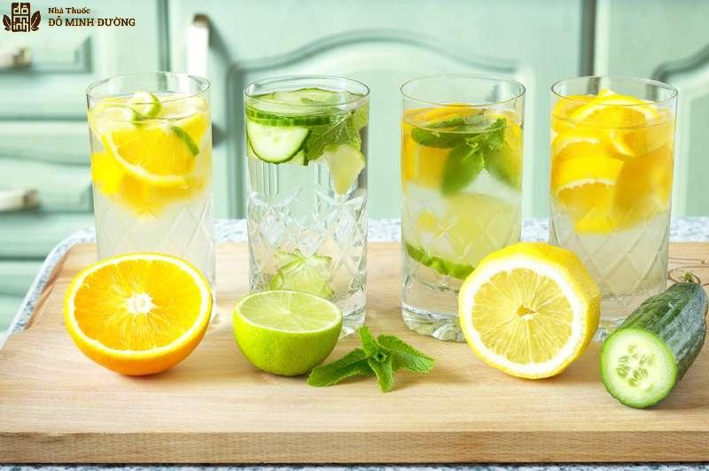 Nước chanh và nước cam giàu vitamin C