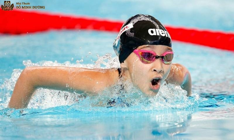 Vận động viên bơi lội có nguy cơ viêm mũi cao hơn
