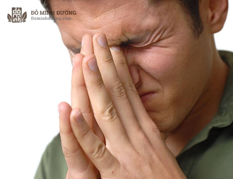 Viêm xoang cấp tính là bệnh lý phổ biến, xảy ra do nhiều nguyên nhân khác nhau.