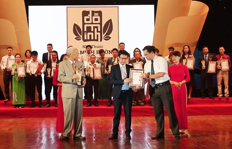 Đỗ Minh Đường - Vinh dự nhận cúp vàng do người tiêu dùng, chuyên gia bình chọn