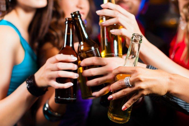 Uống rượu bia dịp Tết là nguyên nhân khiến nhiều người bị nổi mề đay mẩn ngứa