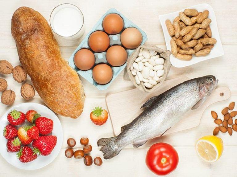 Dị ứng thực phẩm cũng là nguyên nhân làm nổi ban đỏ nhưng không gây sốt