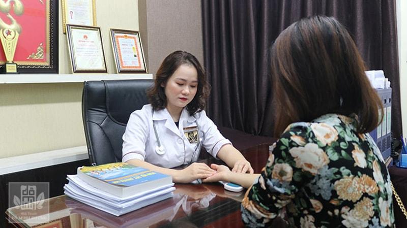 Phụ nữ nên thăm khám sức khỏe sinh sản định kỳ