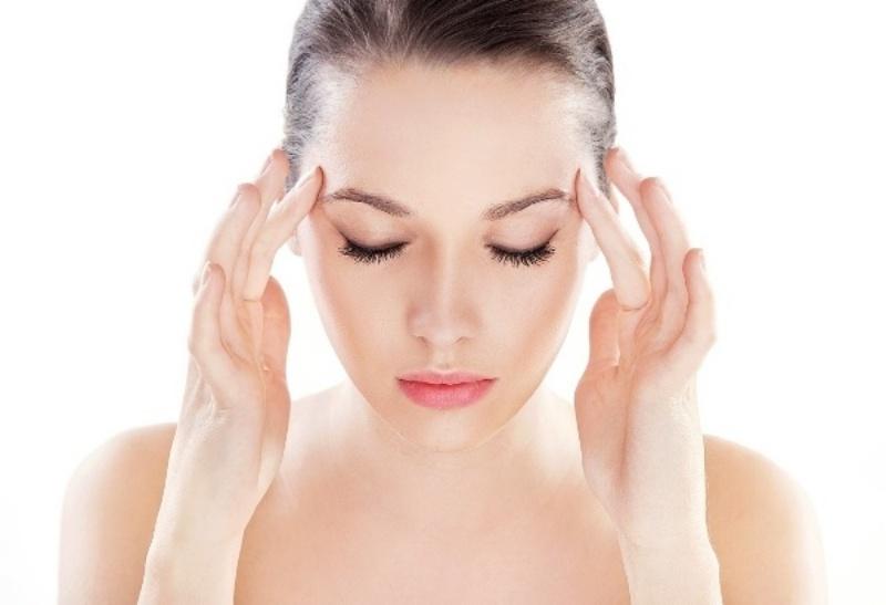 Ở thể phong nhiệt phạm phế người bệnh thường cảm thấy đau đầu