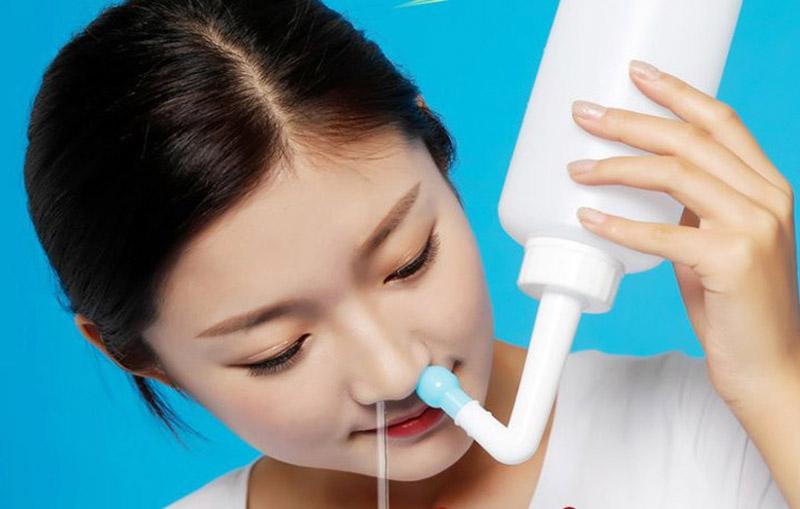 Muối và tỏi mang lại công dụng tốt, giúp loại bỏ các triệu chứng khó chịu của bệnh viêm xoang