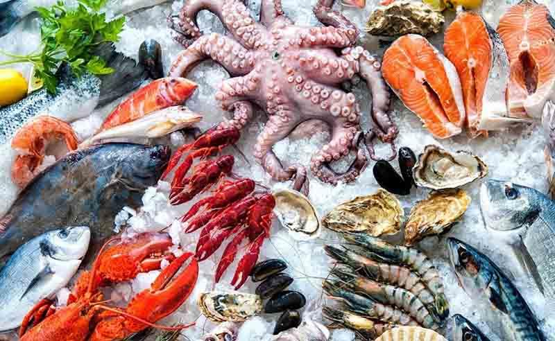 Người bị nổi mề đay nên hạn chế ăn các loại thực phẩm chứa nhiều protein, chất đạm