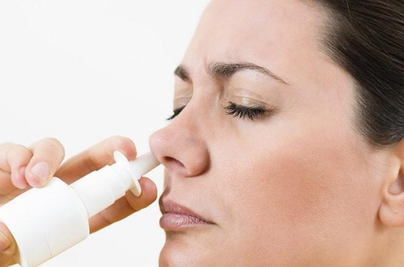 Xịt thuốc đúng cách khi bị viêm xoang