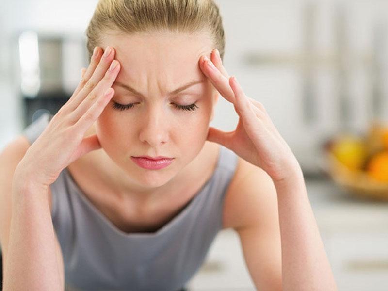 Bệnh mề đay cholinergic thường đi kèm với đau đầu và một số triệu chứng khác