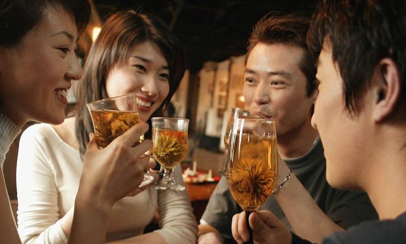 Dị ứng rưRất nhiều người uống rượu nổi mề đay là do bị dị ứng với các thành phần trong đồ uống có cồnợu là một trong các nguyên nhân gây uống rượu nổi mề đay