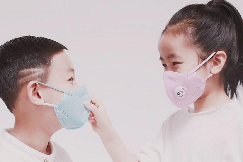 Bảo vệ mũi họng cho con mỗi khi ra đường