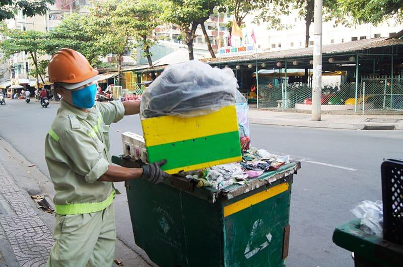 Công nhân dọn vệ sinh là đối tượng có nguy cơ cao bị xung huyết mũi