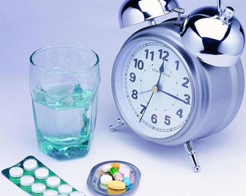 Uống thuốc đúng giờ, đúng liều lượng để trị viêm xoang mũi