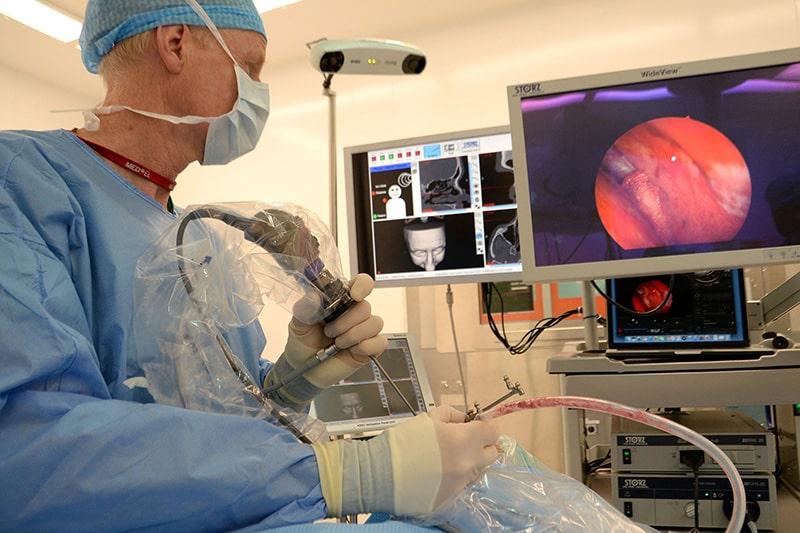 Phẫu thuật là phương pháp giúp trị bệnh viêm xoang hiệu quả